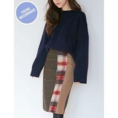FROMBEGINNING - Slit-Side Check Midi Skirt