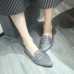 BAYO - Pointy Velvet Loafers