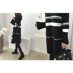 DAILY LOOK - Bell-Sleeve Contrast-Trim Knit Dress