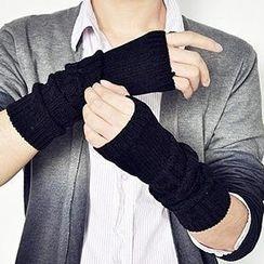 Streetstar - Fingerless Cable Knit Mittens
