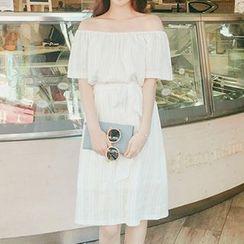 Queen Bee - 露肩連衣裙連飾帶