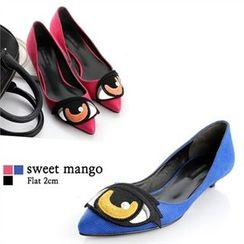 SWEET MANGO - Eye Appliqué Kitten-Heel Pumps