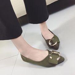 QQ Trend - 圆形饰扣尖头平底鞋