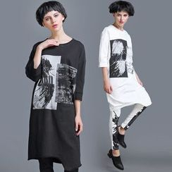 JUBO - Printed 3/4-Sleeve Asymmetric Long T-Shirt