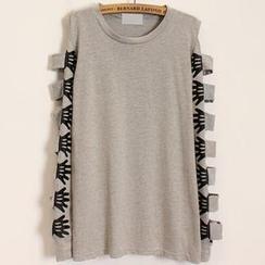 Momewear - Long-Sleeve Cutout Printed T-Shirt