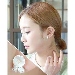 Miss21 Korea - Mother-of-Pearl Flower Stud Earrings
