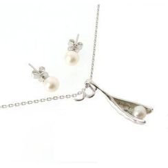 PikaPika - Pea in the Pod Earrings and Necklace Set (White Pearl)