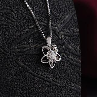 MaBelle - 18K White Gold Diamond Solitaire Star Flower Pendant Necklace (0.07ct) (FREE 925 Silver Box Chain, 16')