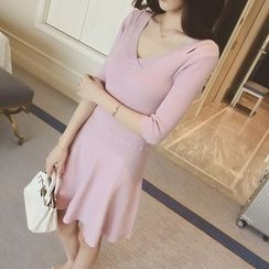 QZ Lady - Elbow-Sleeve V-Neck Knit Dress
