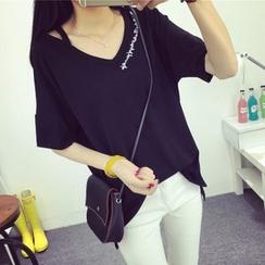 菲兒 - 露肩刺繡字母短袖T恤