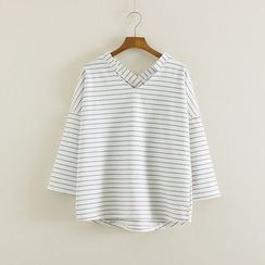 Mushi - Pinstriped 3/4-Sleeve V-Neck T-Shirt