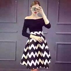 Cloud Nine - Set: Off-Shoulder Top + Zigzag Print A-Line Skirt