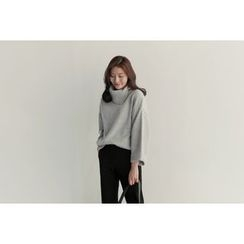 UPTOWNHOLIC - Turtle-Neck Loose-Fit Knit Top