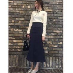 时尚麻豆家 - 套装: 纯色毛衣 + 中裙
