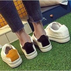 Shoeland - Contrast Heel Sneakers