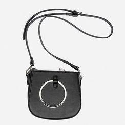 Heynew - Metal Ring Detailed Shoulder Bag