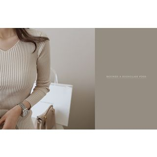 DAILY LOOK - V-Neck Ribbed Knit Top