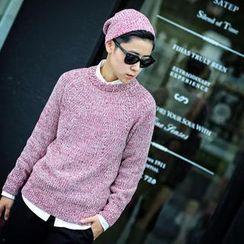 CRYX - Crewneck Sweater with Beanie