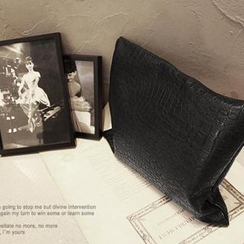 NANING9 - Croc-Grain Clutch