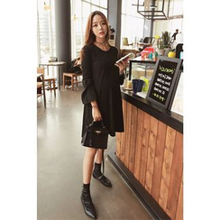 Momnuri - Maternity Bell-Sleeve Shift Dress