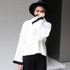 Dute - Contrast Trim Turtleneck Sweater