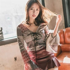 clubber - Patterned Bell-Sleeve Blouse