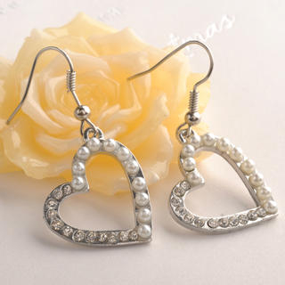 Fit-to-Kill - Pearl Heart Drop Earrings