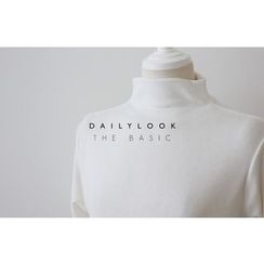 DAILY LOOK - Turtle-Neck Plain Top