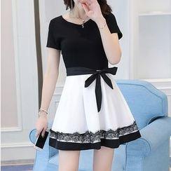 Lavogo - Lace Trim Color Panel Short Sleeve Dress