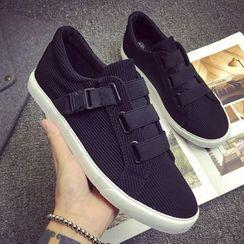 HOKK - 釦子休閒鞋