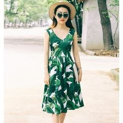 Jolly Club - Sleeveless Leaf Print Dress