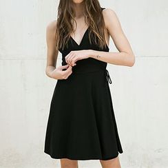 Eloqueen - V-Neck Sleeveless Dress