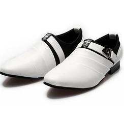 Easy Steps - 饰扣带尖头乐福鞋