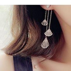 Zatanna - Non Matching Fan Shaped Drop Earrings