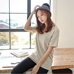 Styleberry - Round-Neck Plain T-Shirt