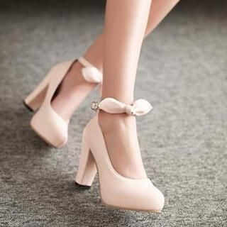 77Queen - Bow-Accent Pumps