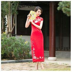 Janelle Qipao - 刺绣花形短款旗袍