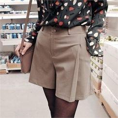 Styleberry - Band-Waist Pleated-Front Shorts