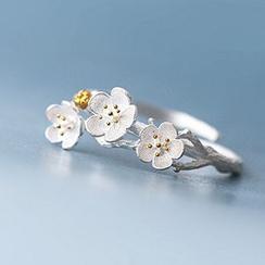 True Glam - Plum Blossom Ring