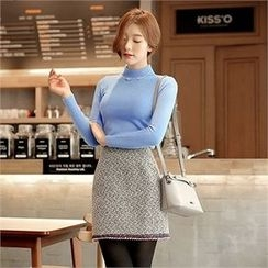 CHICLINE - Mock-Neck Colored Knit Top
