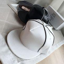 Hats 'n' Tales - Contrast Snapback Cap
