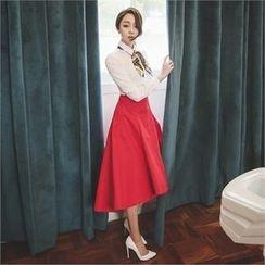 ode' - Dip-Back A-Line Midi Skirt