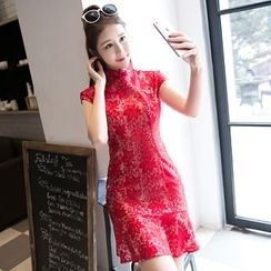 Maura Qipao - 蕾丝盖袖旗袍