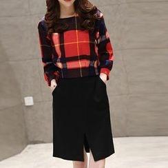 Emeline - Set: Long-Sleeve Check Blouse + Slit Skirt