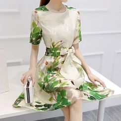 Lavogo - Print Short Sleeve A-line Organza Dress with Sash