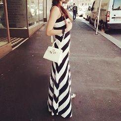 Rocho - Sleeveless Striped Dress