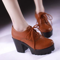 Charming Kicks - 系带布洛克厚底粗跟鞋