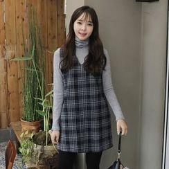 Envy Look - V-Neck Sleeveless Mini Shift Dress
