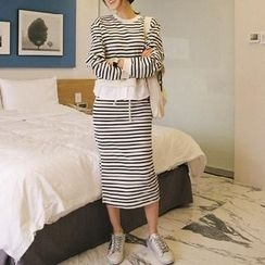 Jolly Club - Set: Striped Pullover + Skirt