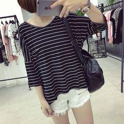 Ukiyo - Striped V-Neck 3/4-Sleeve T-Shirt